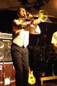 Pierre, au trombone et au clavier